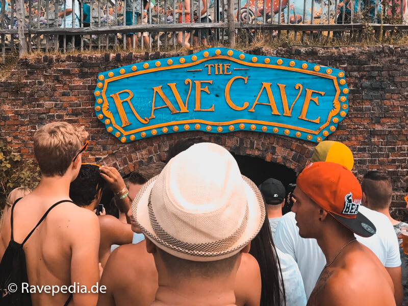 Rave Cave, Rave Cave Tomorrowland 2017, Rave Cave 2017, Stages Tomorrowland, Bühnen auf Tomorrowland, Tomorrowland Guide, Tomorrowland Guide 2018, Tomorrowland 2018, Tomorrowland Infos, Tomorrowland Tipps, Tomorrowland Tricks, Dreamville Tipps, Dreamville Tricks, Dreamville Info, Dreamville Guide,