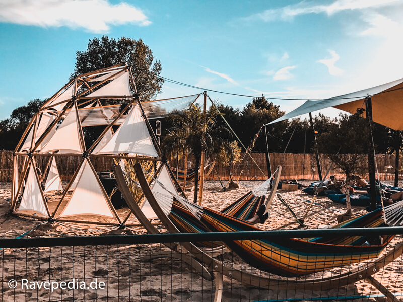 Chill Area, Tomorrowland, Hängematte, Schatten, Sonnenliege, Tomorrowland Guide, Tomorrowland Guide 2018, Tomorrowland 2018, Tomorrowland Infos, Tomorrowland Tipps, Tomorrowland Tricks, Dreamville Tipps, Dreamville Tricks, Dreamville Info, Dreamville Guide,
